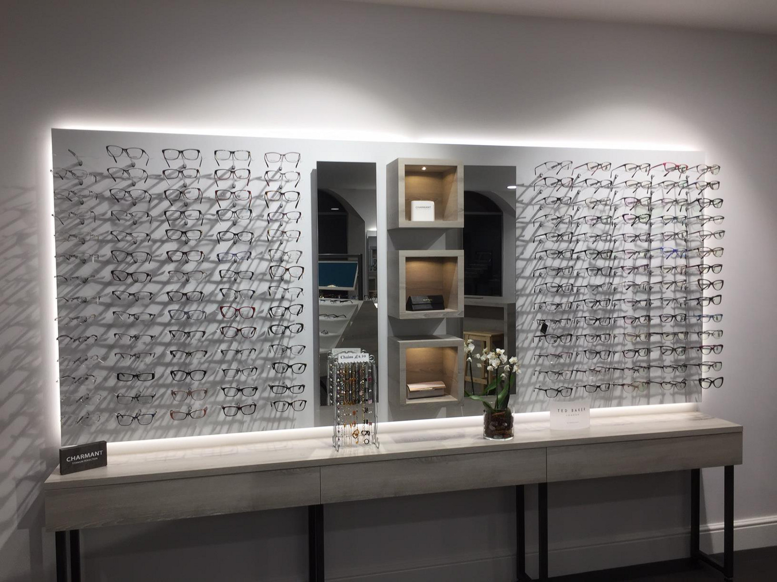 a_g_marshall_optometrists_eyewear_display